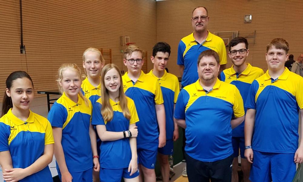Große Mannschaft beim Tischtennis Jugendpokalturnier